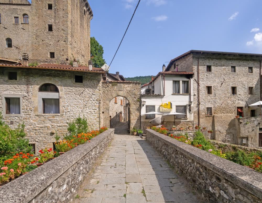 Entrata al Castello di Verrucole, vicino al borgo toscano di Fivizzano