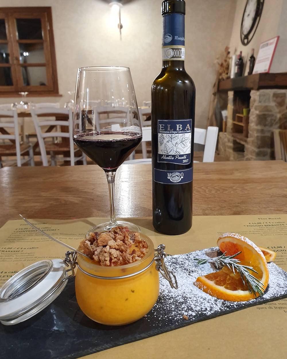 Aleatico dell'Elba dell'Azienda Montefabbrello, uno dei vini pregiati toscani più interessanti