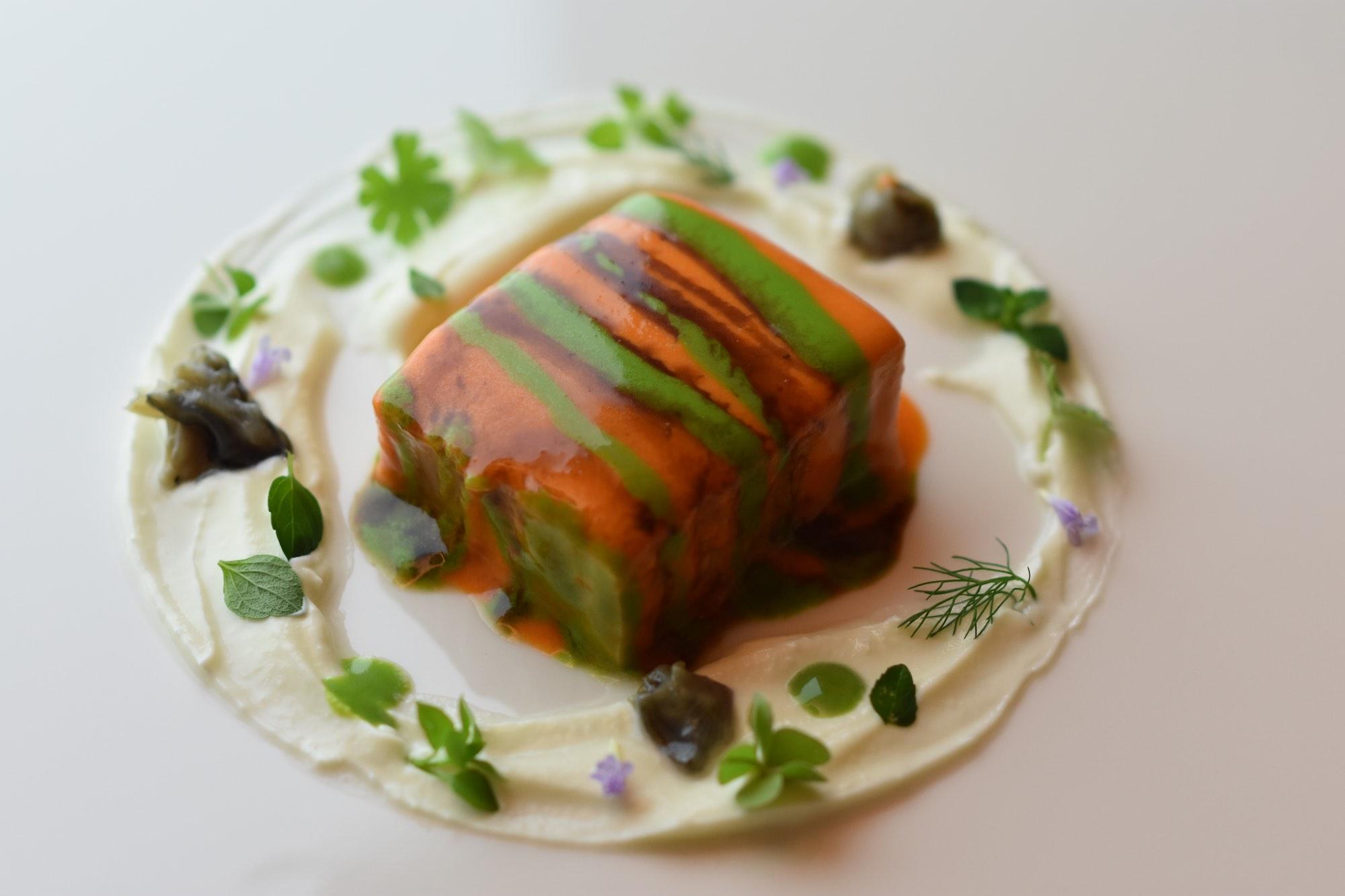 Lingua e ostriche dello chef Marco Cahssai del ristorante stellato Atman