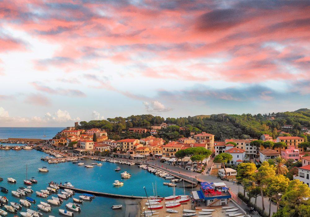 Marina di Campo è uno dei borghi marinari dell'Isola d'Elba
