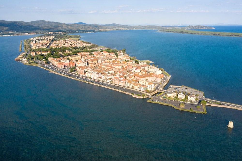Orbetello è un borgo della costa della Maremma toscana