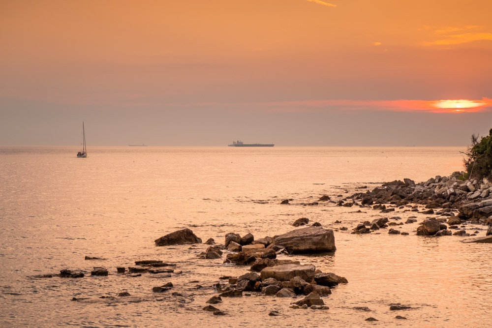 Spiaggia vicino a Quercianella, Livorno, al tramonto