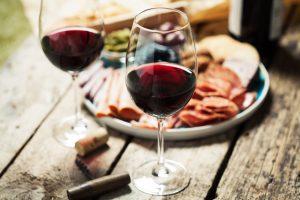 Bicchieri dei migliori vini toscani da abbinare a piatti di carne