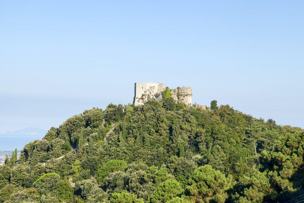 La Fortezza Aghinolfi nel comune di Montignoso nel Parco Regionale delle Alpi Apuane