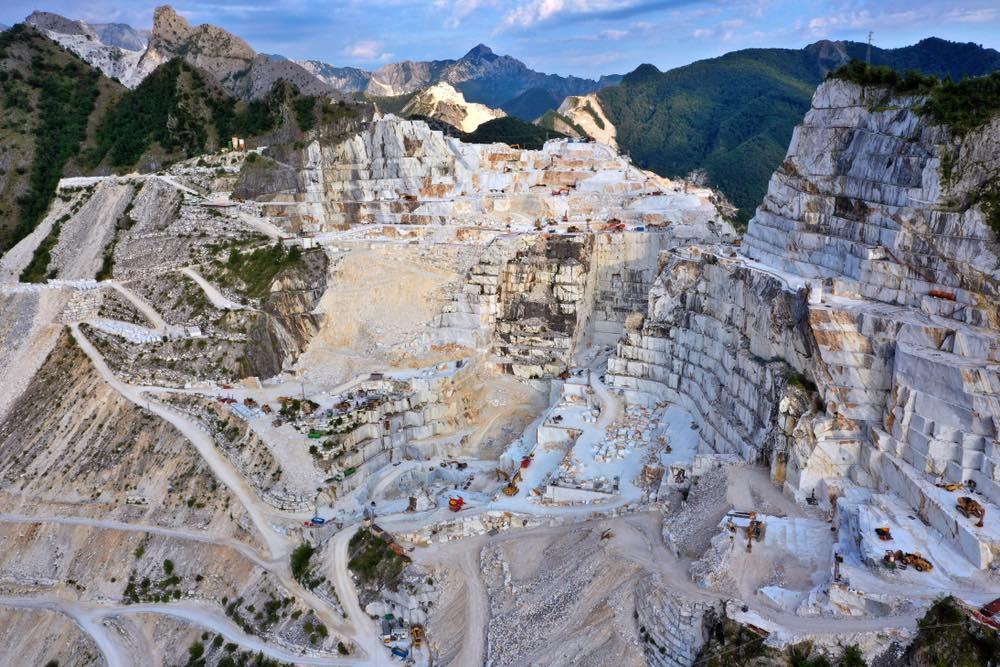 Cava di marmo sulle Alpi Apuane vicino a Carrara