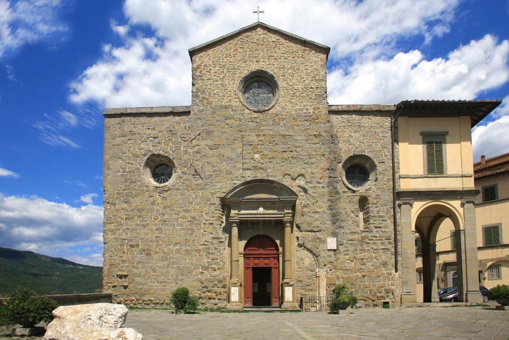 Ingresso al Duomo di Cortona vicino al Museo Diocesano