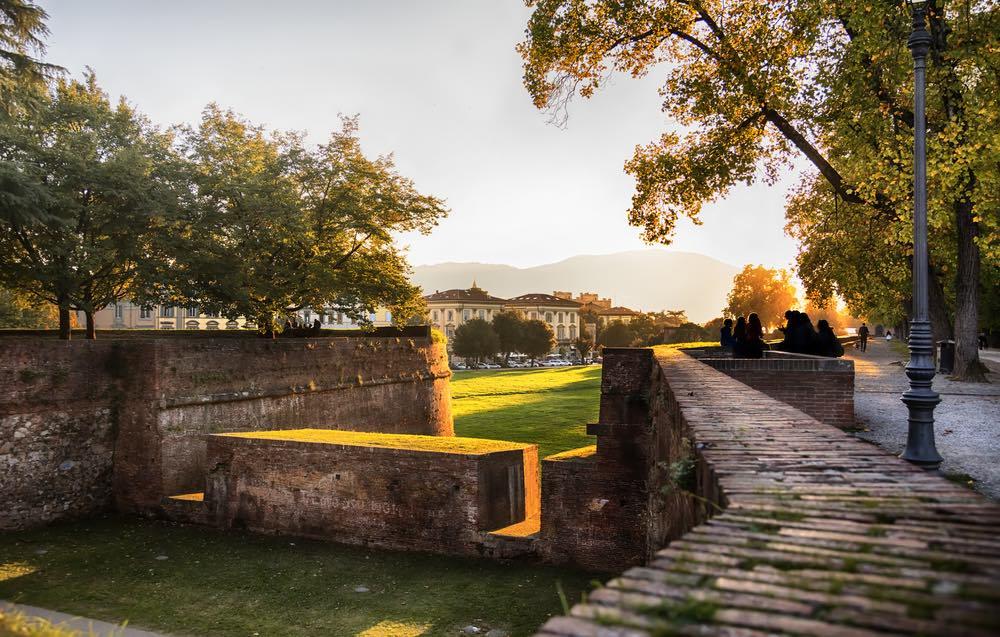 Mura di Lucca al tramonto