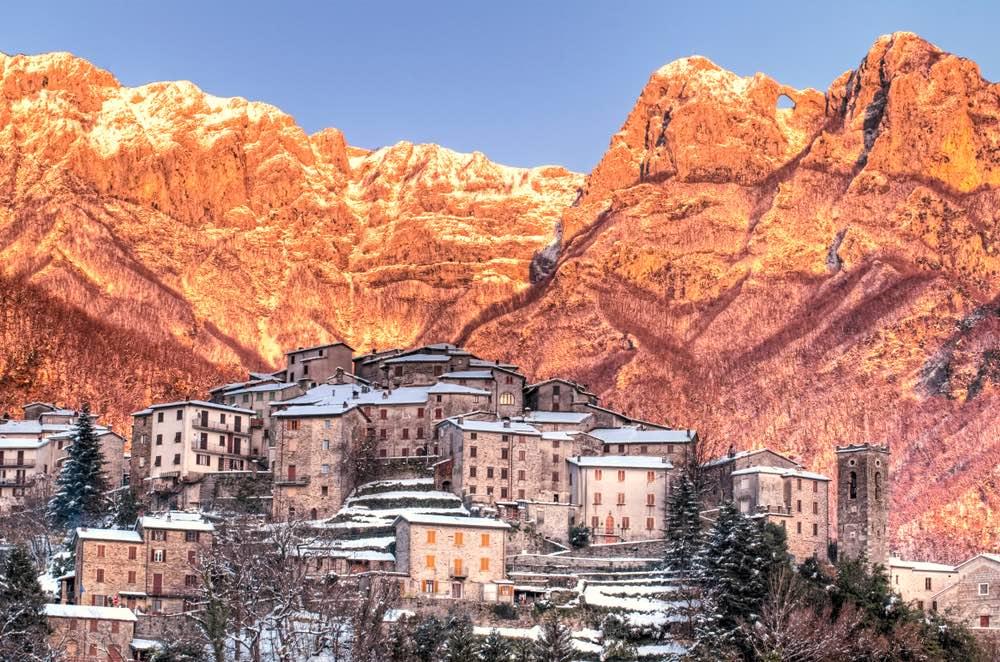 Il borgo toscano di Pruno sulle Alpi Apuane
