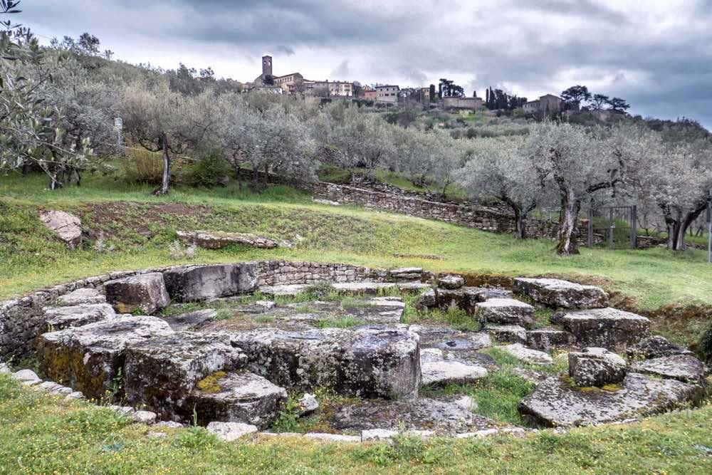 La Tanella di PItagora o Tanella Angori si trova vicino a Cortona