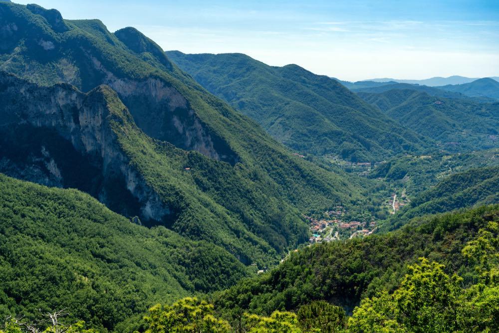 Ugliancaldo sulle Alpi Apuane è un paese vicino a Casola in Lunigiana
