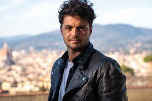 WikiPedro, il famoso Videomaker fiorentino, posa al Piazzale Michelangelo
