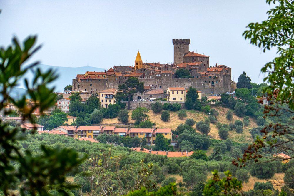 Vista del borgo toscano di Capalbio, nella Bassa maremma toscana