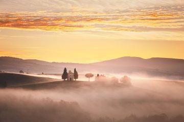 Cappella della Madonna di Vitaleta all'alba, provincia di Siena