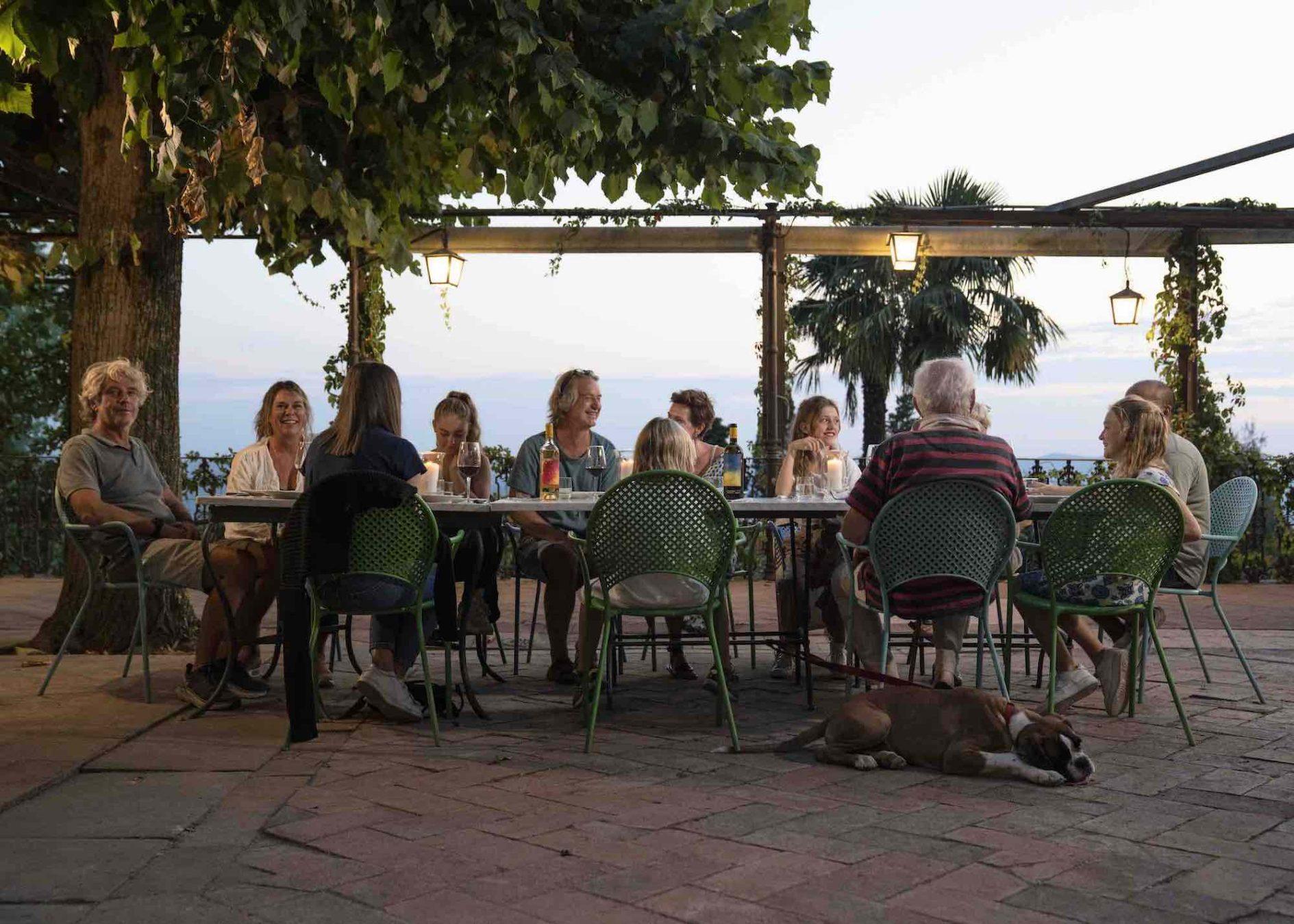 La famiglia di Bibi Gratez nel nuovo Chateau in città di Fiesole