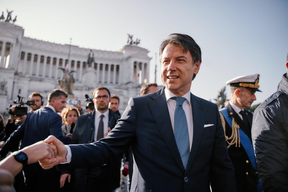 Giuseppe Conte, Presidente del Consiglio italiano, di fronte all'Altare della Patria a Roma