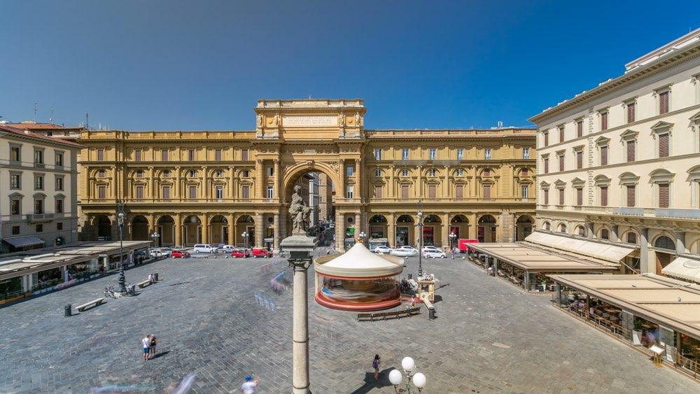 Piazza della Repubblica e Colonna dell'Abbondanza a Firenze