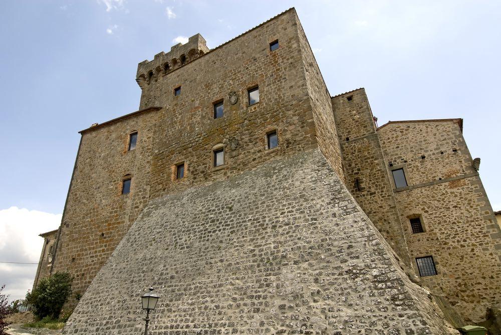 La Rocca aldobrandesca al centro del borgo di Arcidosso