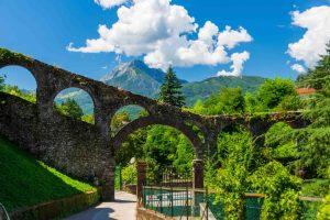 Antico acquedotto a Barga in Garfagnana, zona della Toscana
