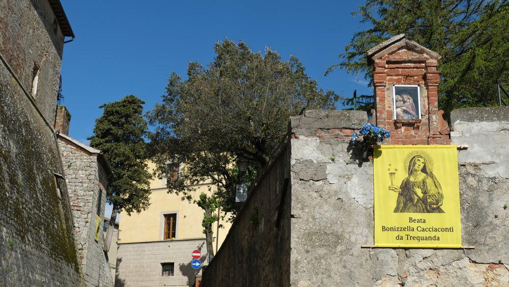 Immagine delle Beata Bonizzella Caccianti nelle vie di Trequanda