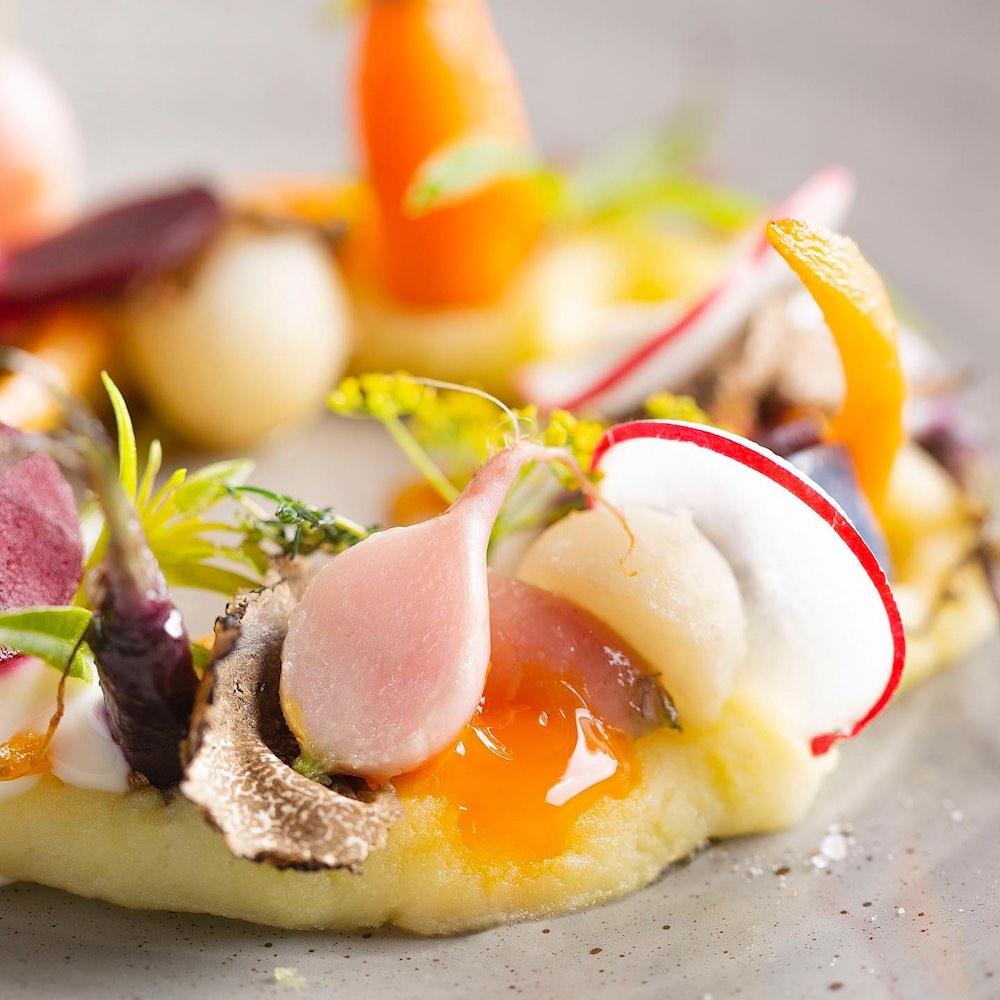 Piatto della Chef Silvia Baracchi del ristorante stellato dello charme resort Il Falconiere
