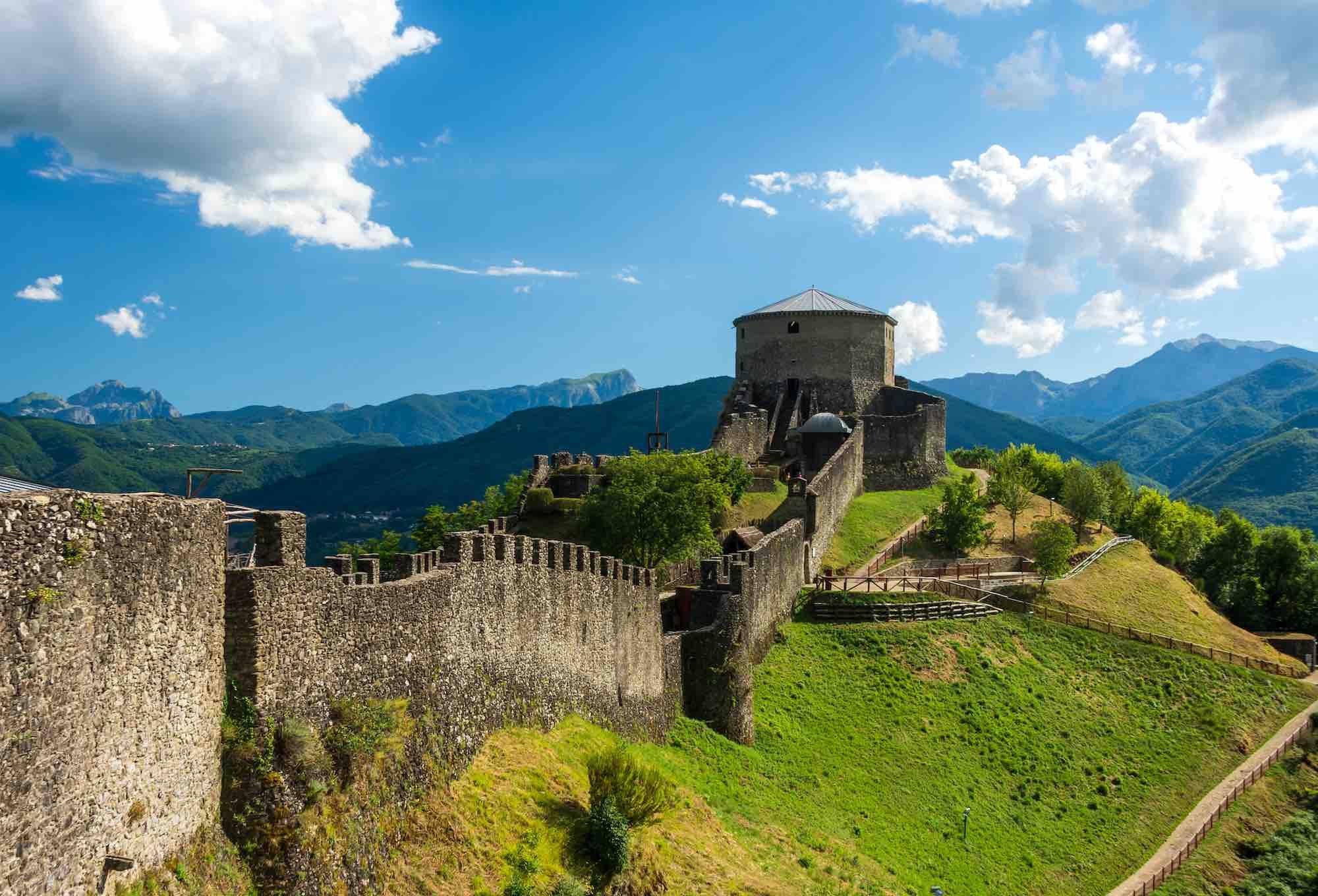 Fortezza di Verrucole in una giornata di sole in Garfagnana