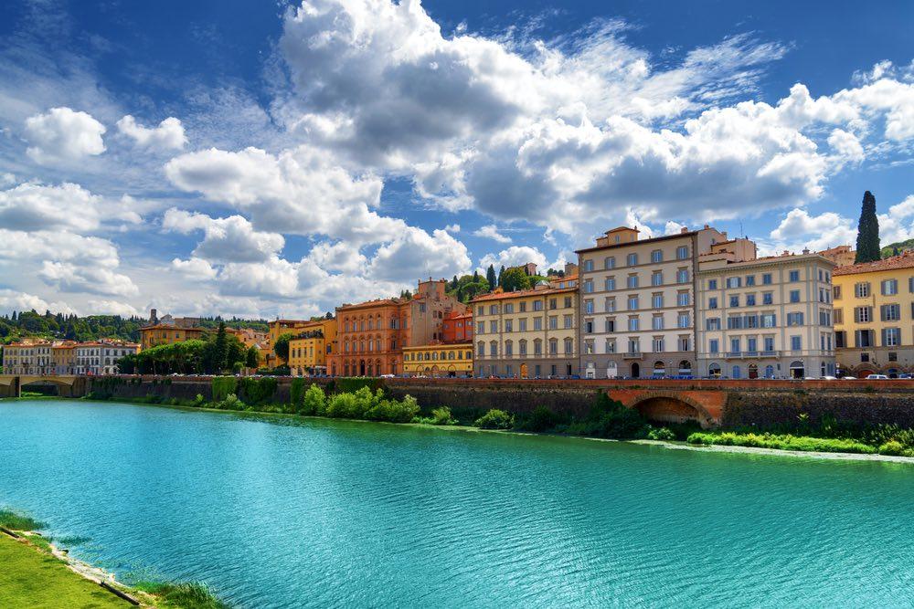 Arno e palazzi su Lungarno Torrigiani a Firenze