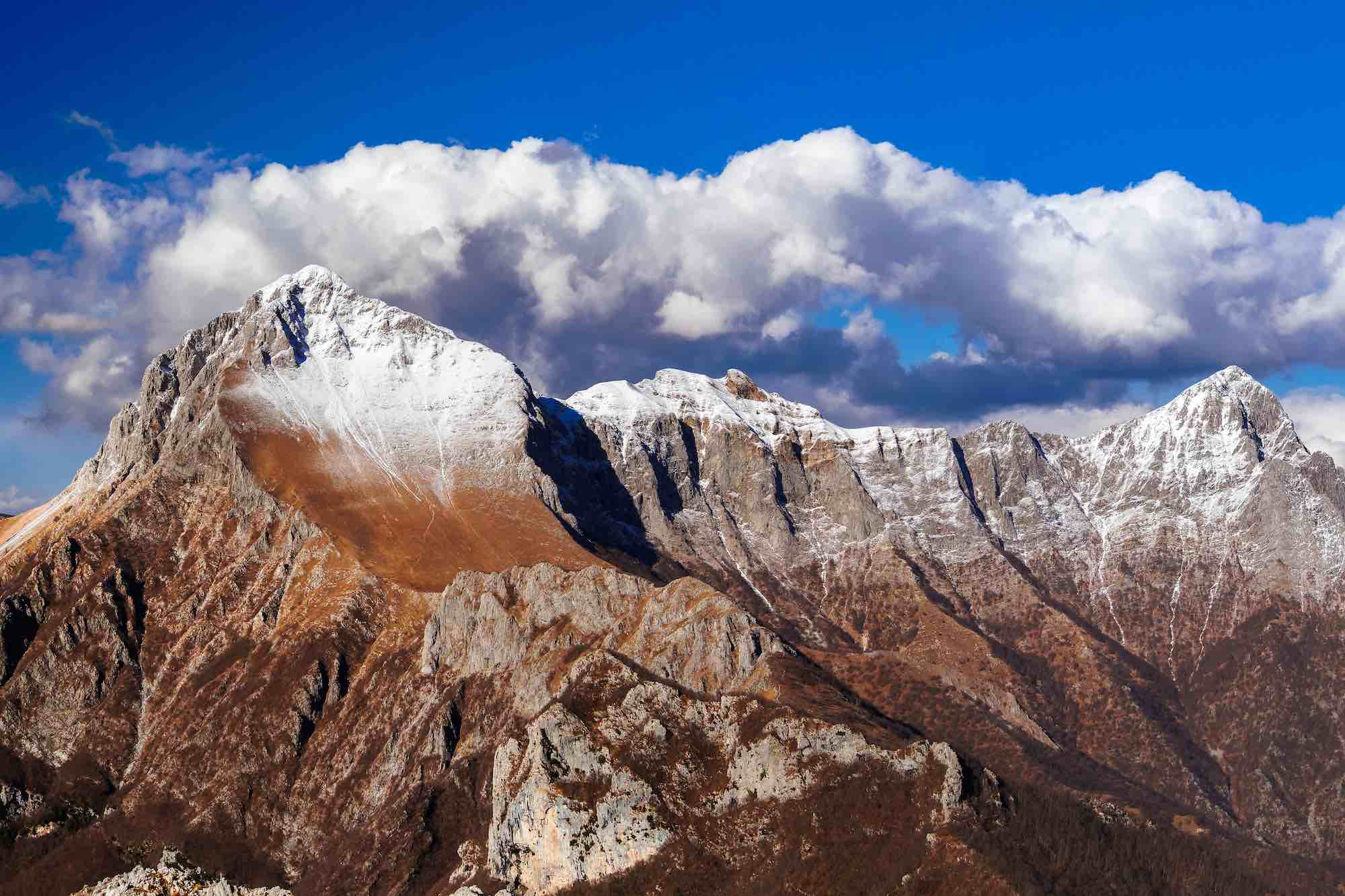 La montagna dell'Omo Morto in Garfagnana tra la Pania della Croce e la Pania Secca