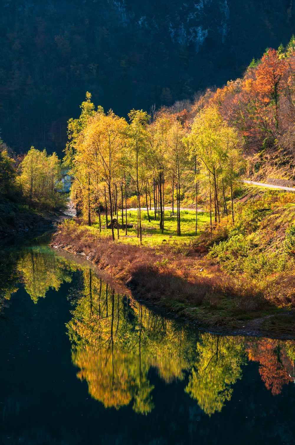 Lago di Turrite di Gallicano in autunno in Garfagnana