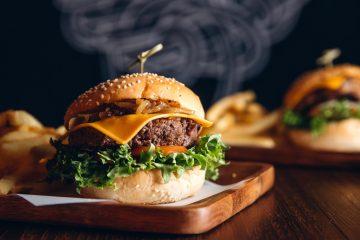 Hamburger classico in una delle migliori burgerie della Toscana