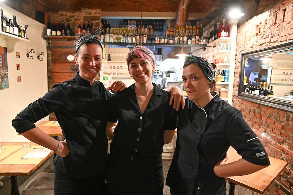 Le proprietarie della Vineria, uno dei migliori ristoranti dove mangiare hamburger in Toscana