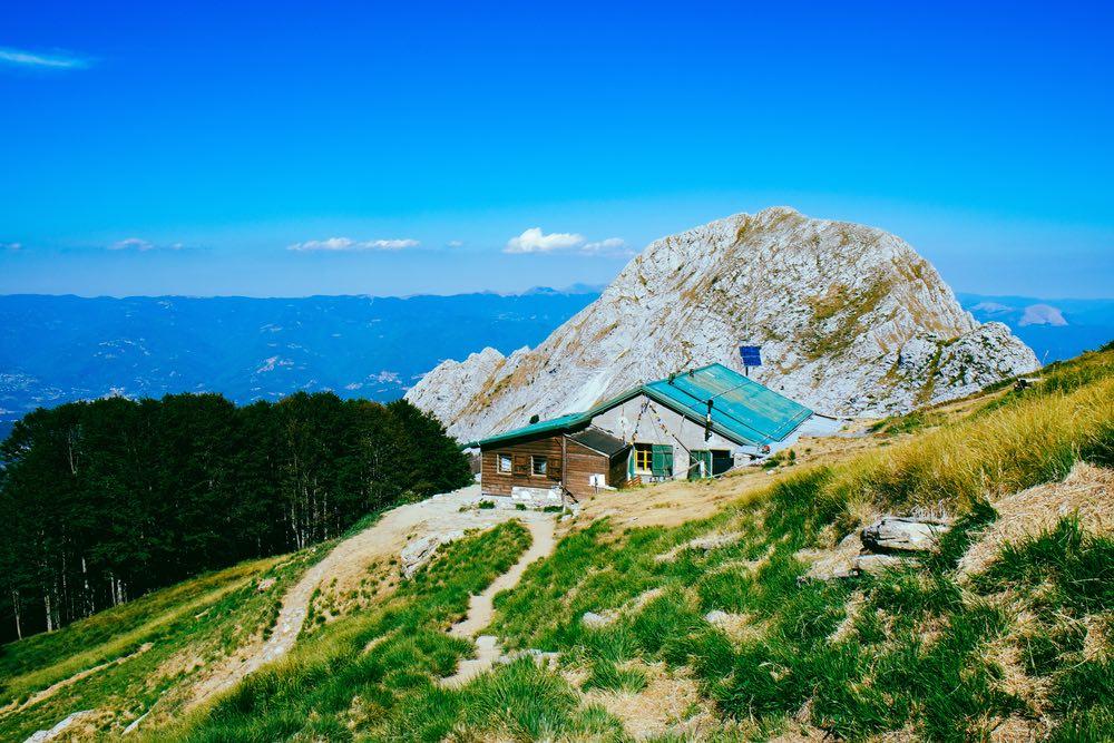 Rifugio Rossi sulla montagna dell'Omo Morto in Garfagnana