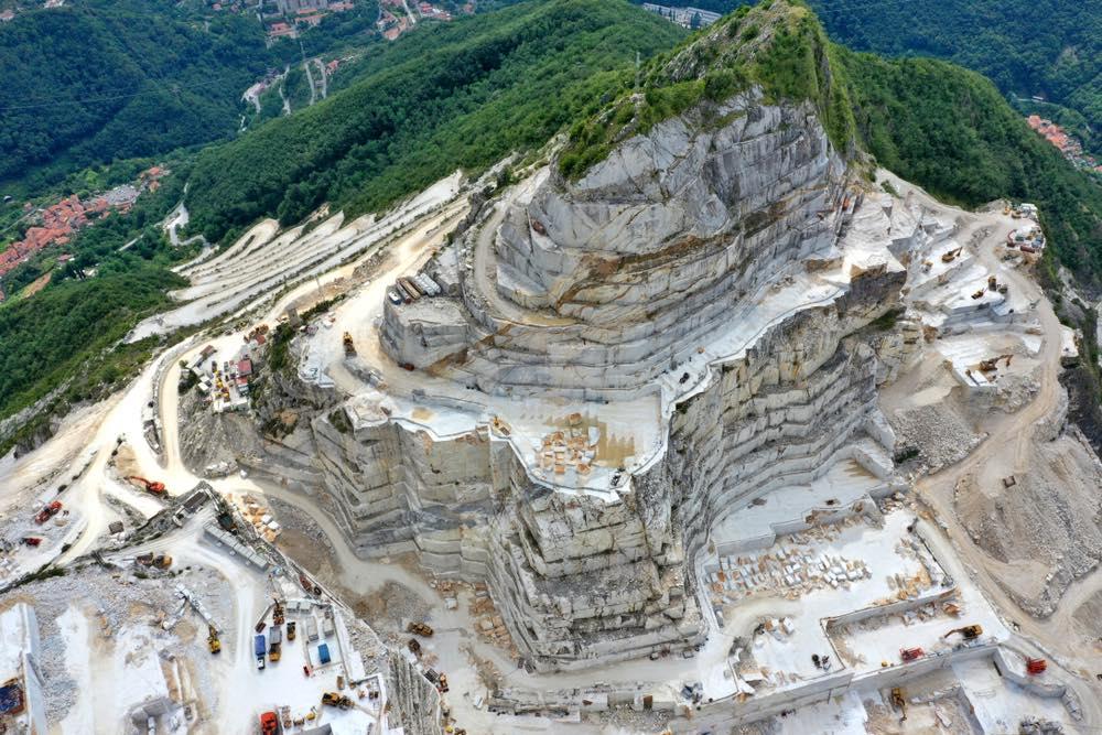 Cava i marmo sulle Alpi Apuane vicino a Carrara
