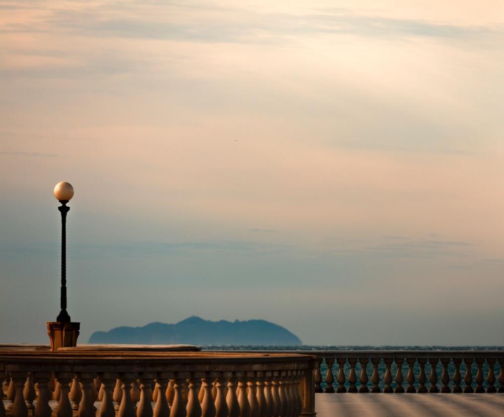 Vista dell'Isola di Capraia dalla Terrazza Mascagni