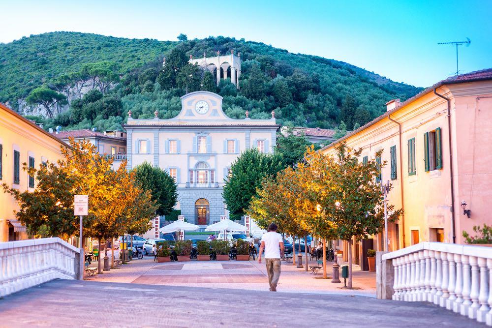 Il paese di San Giuliano Terme in Toscana in provincia di Pisa