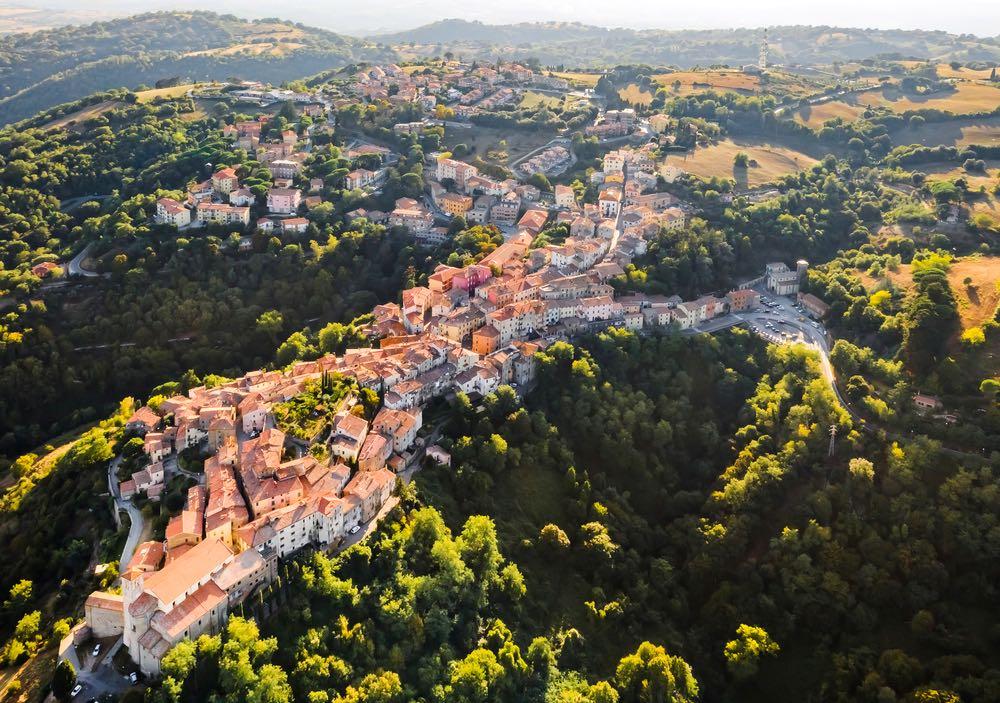 Borgo toscano di Scansano visto dall'alto