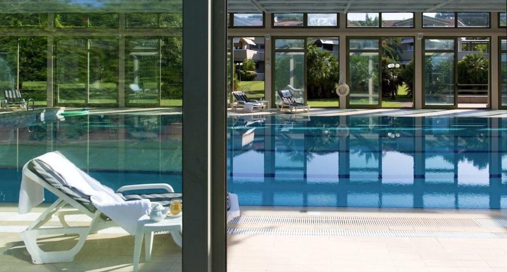 La piscina delle Terme della Versilia a Villa Udulna