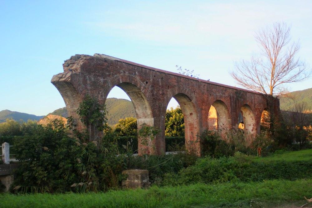 Acquedotto romano a San Giuliano Terme in provincia di Pisa