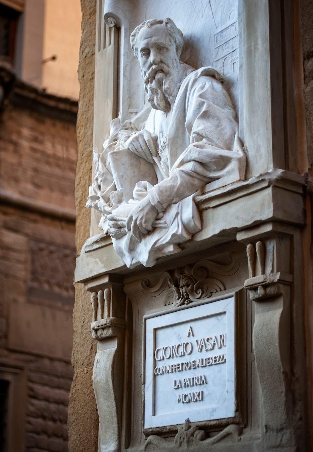 Statua di Giorgio Vasari ad Arezzo