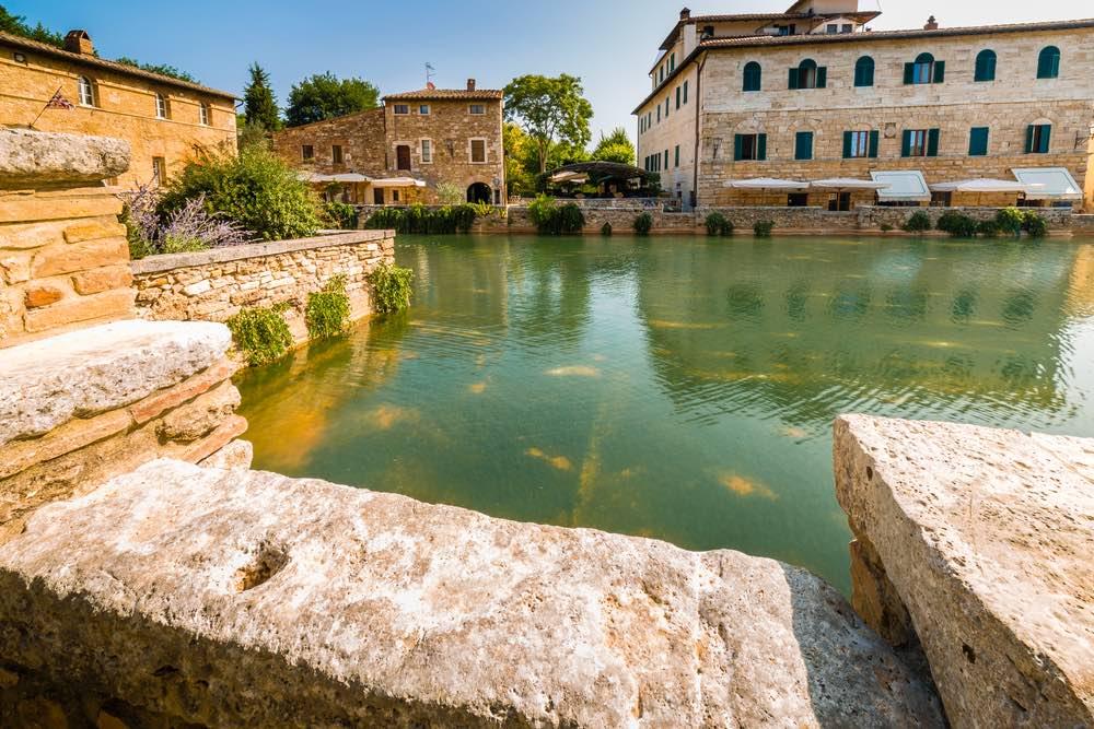Le terme di Bagno Vignoni con la sua bellissima Piazza delle Sorgenti