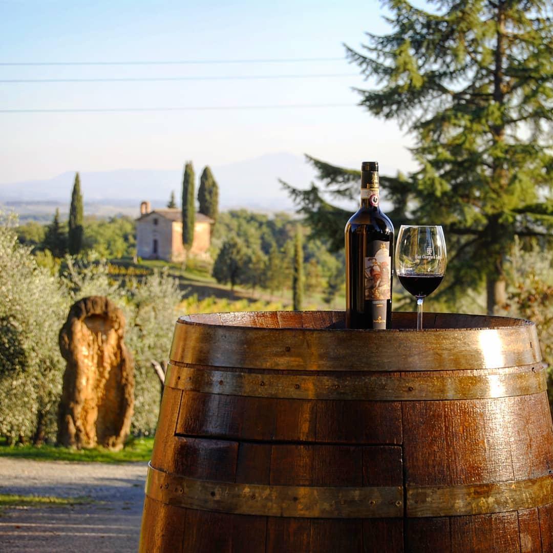 Bottiglia di rosso nell'Azienda San Giorgio a Lapi, ideale per degustazioni nel Chianti Classico