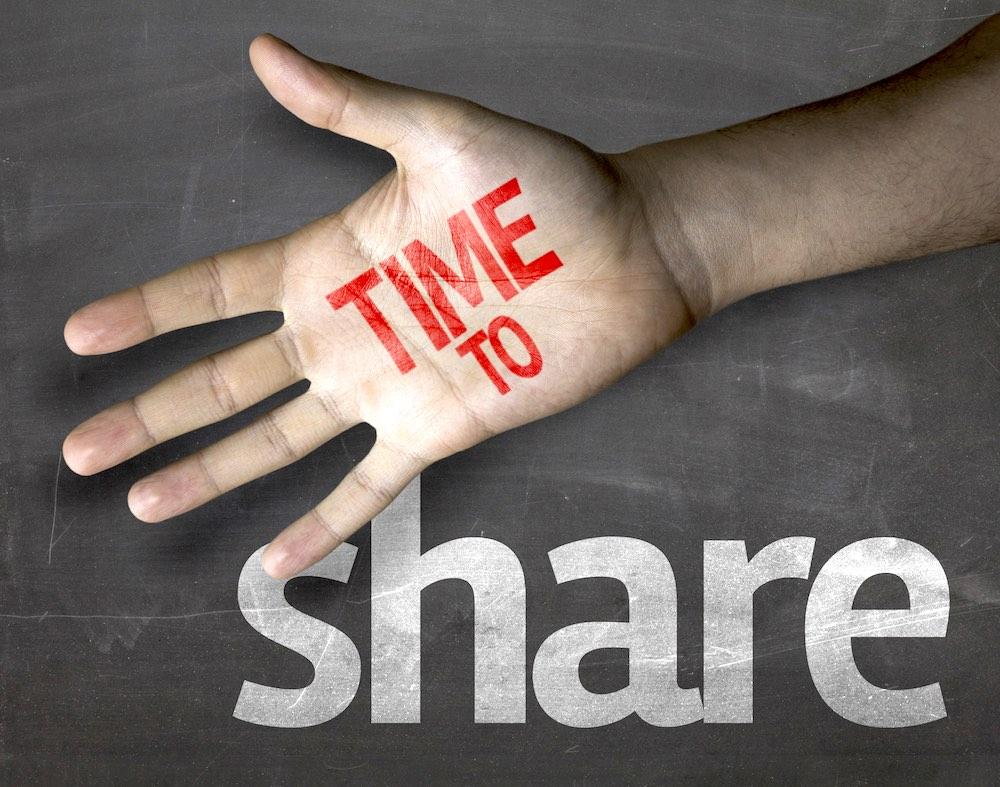 Mano con scritto time to share