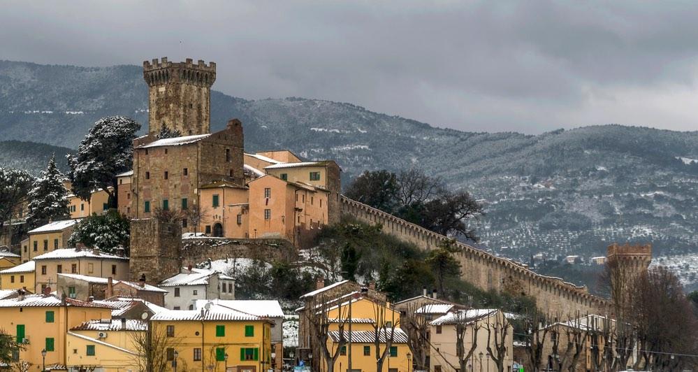 Il borgo fortifcato di Vicopisano innevato