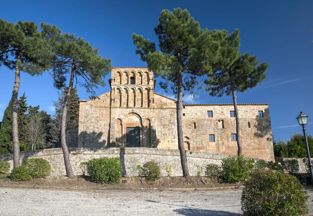 Chiesa romanica di Santa Maria dell'Assunta a Gambassi Terme in Toscana