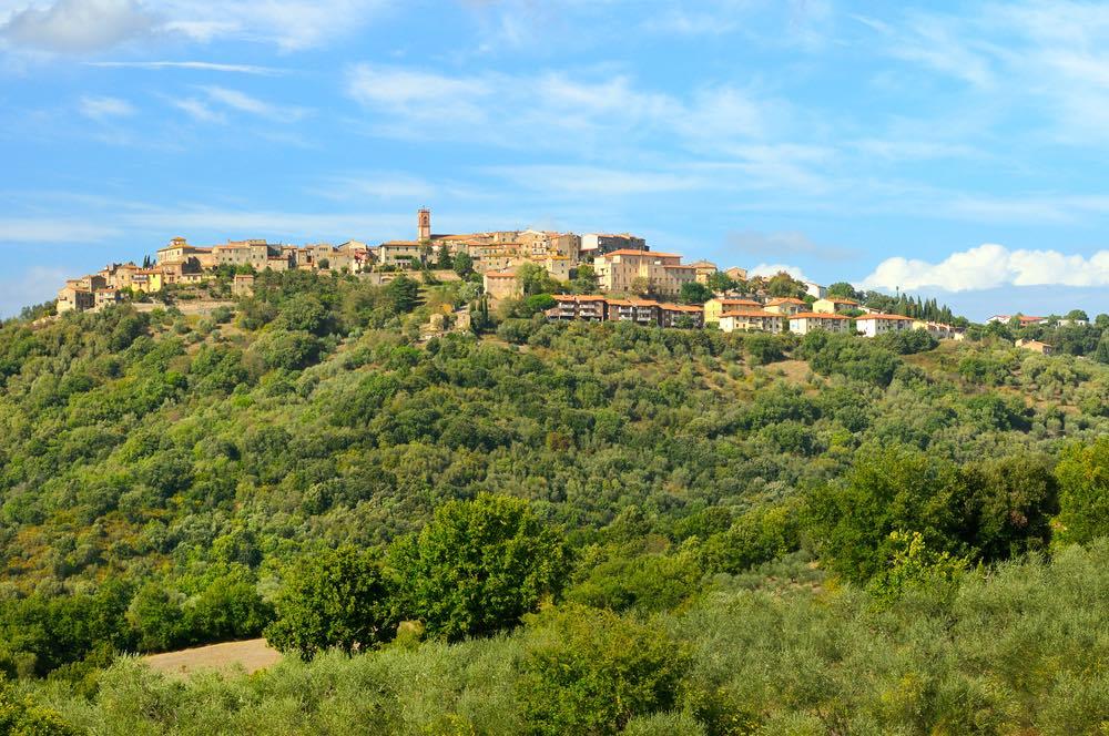 Ampia veduta del borgo di Civitella Marittima nel comune di Civitella Paganico in provincia di Grosseto