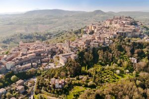 Sinalunga è un tipico borgo medievale toscano a cavallo tra le province di Siena e di Arezzo