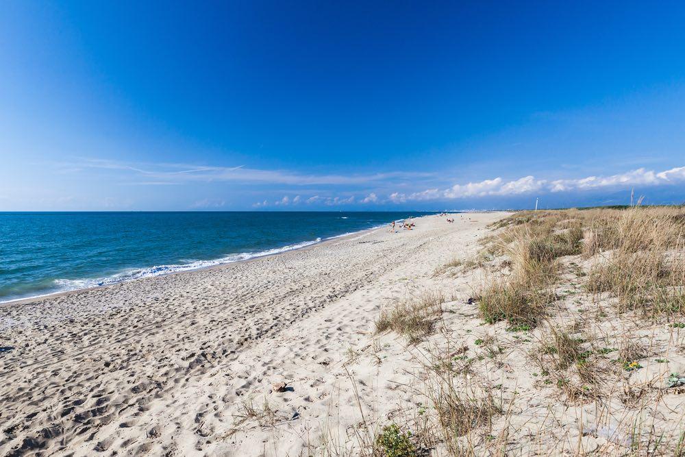 Spiaggia di Marina di Vecchiano nella parte pisana della costa settentrionale toscana