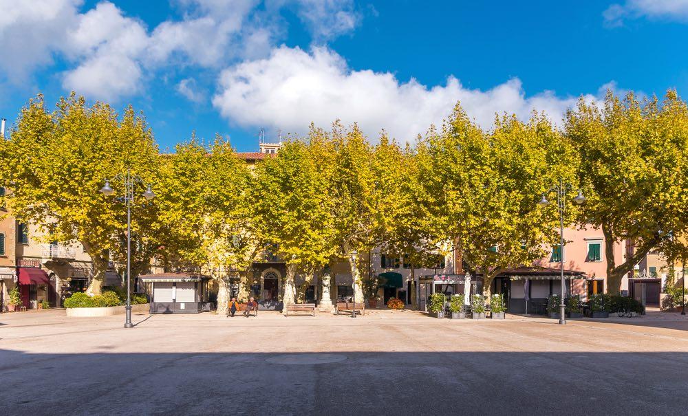 Piazza Garibaldi a Casciana Terme in una giornata d'autunno