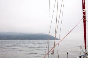 Caligo sulla costa toscana nord ripreso da una barca a vela