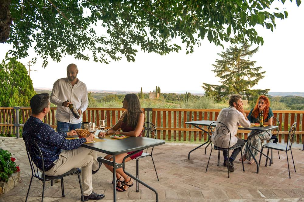 Degustazione di vino Chianti a San Giorgio a Lapi, azienda a 6 km da Siena