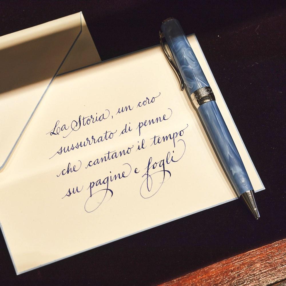 Carta e penna della storica bottega fiorentina Pineider